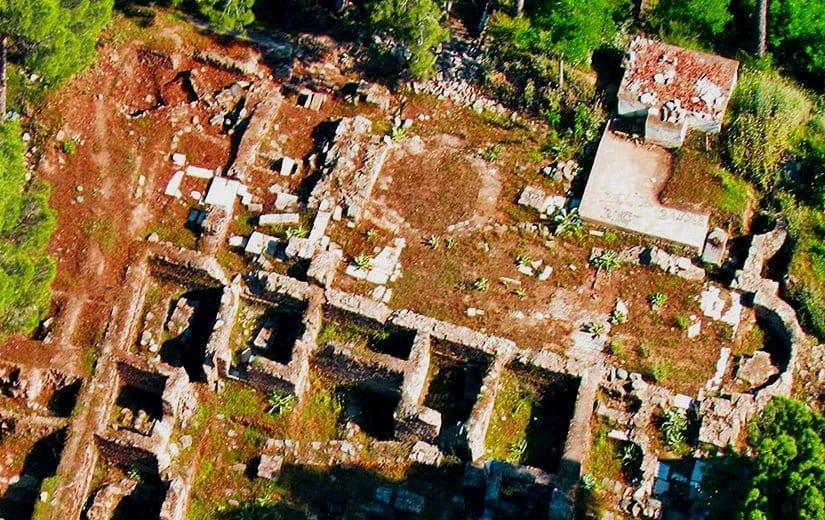 Beydağ Kalesi ve Kaya Mezarları